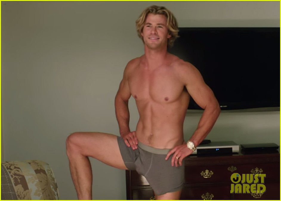 chris hemsworth shirtless huge bulge vacation trailer 013365018