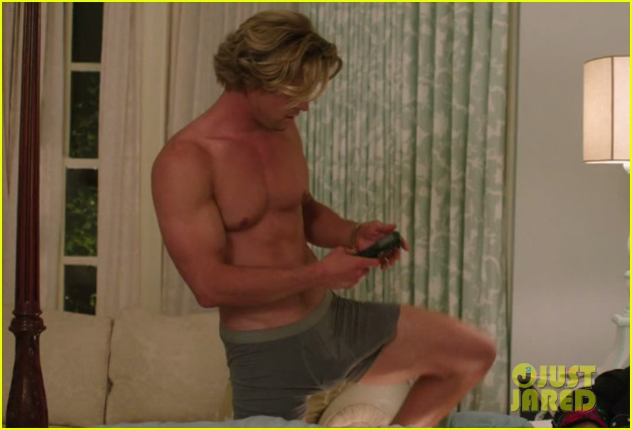chris hemsworth shirtless huge bulge vacation trailer 073365024