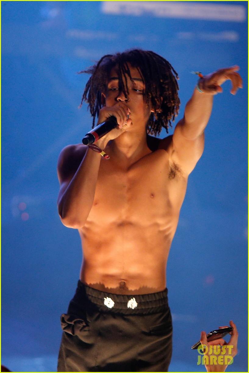 Jaden Smith Goes Shirtless During Paris Concert: Photo ...