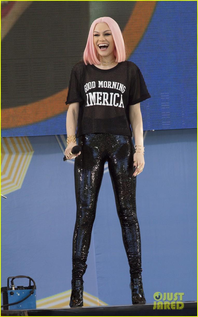 Top 10 Punto Medio Noticias | Jessie J Flashlight Live Cover