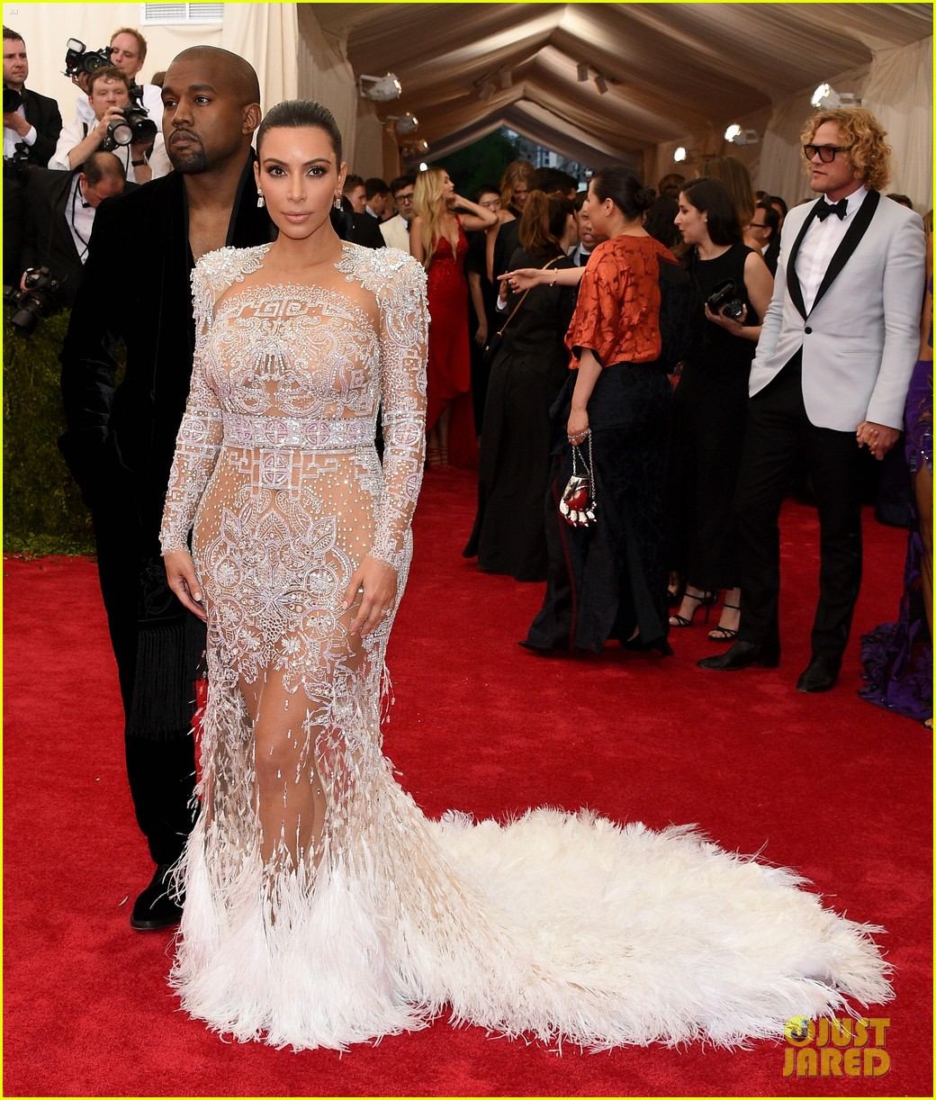 Kim Kardashian S Met Gala 2017 Dress Was Inspired By Cher