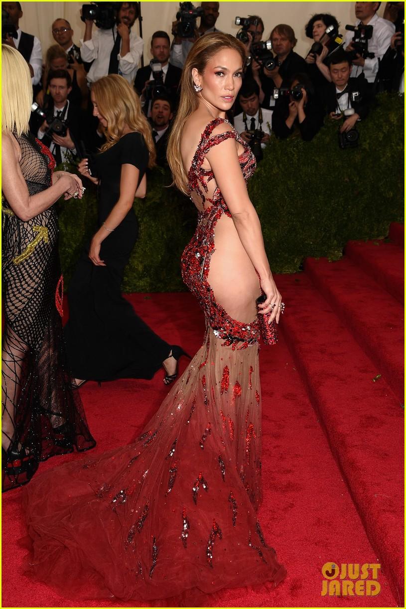 Jennifer Lopez Wears No Underwear to Met Gala 2015: Photo 3362659 ...