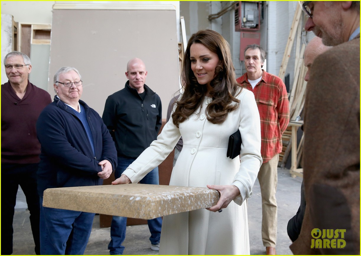 kate middleton gives birth prince william second child 213360469