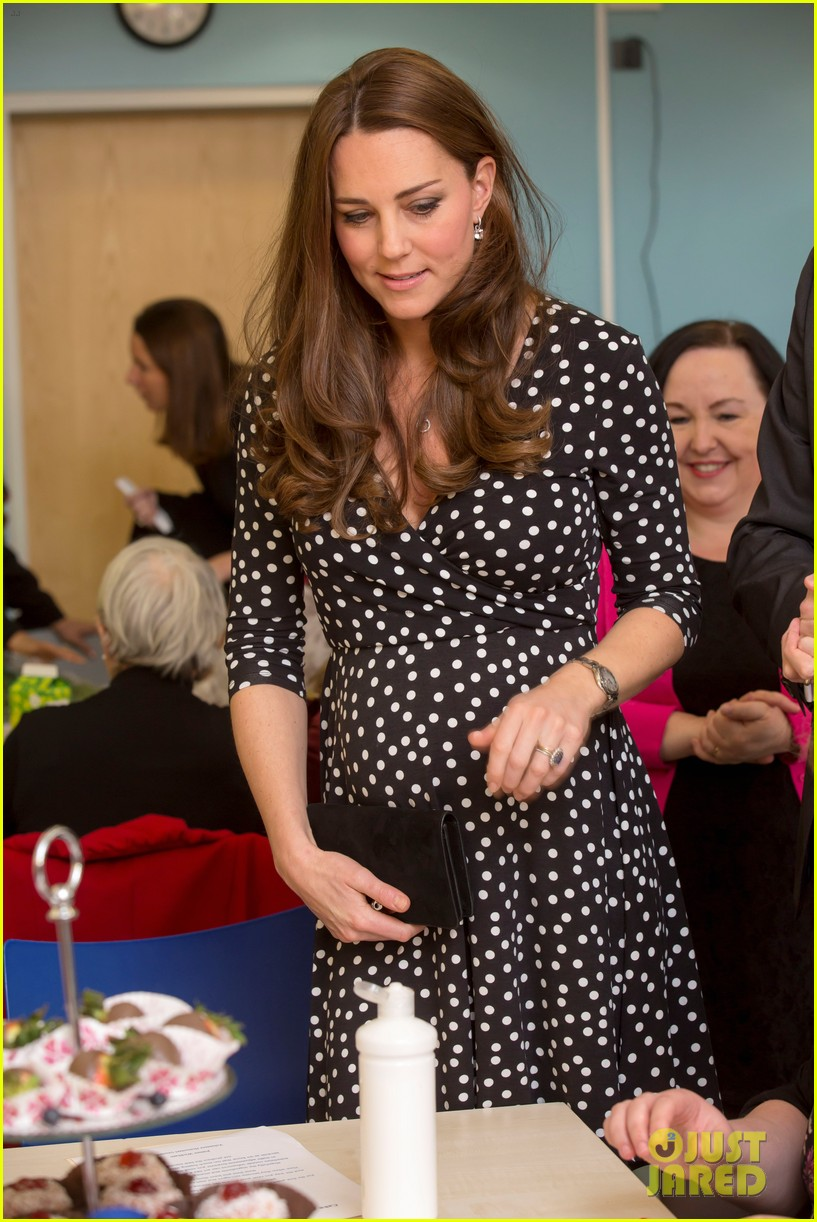 kate middleton gives birth prince william second child 273360475