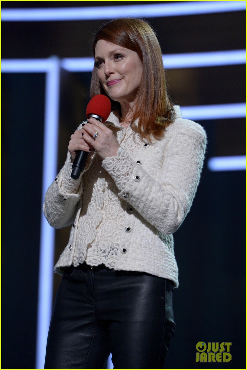 julianne moore olivia wilde are red nose day presenters 093375818
