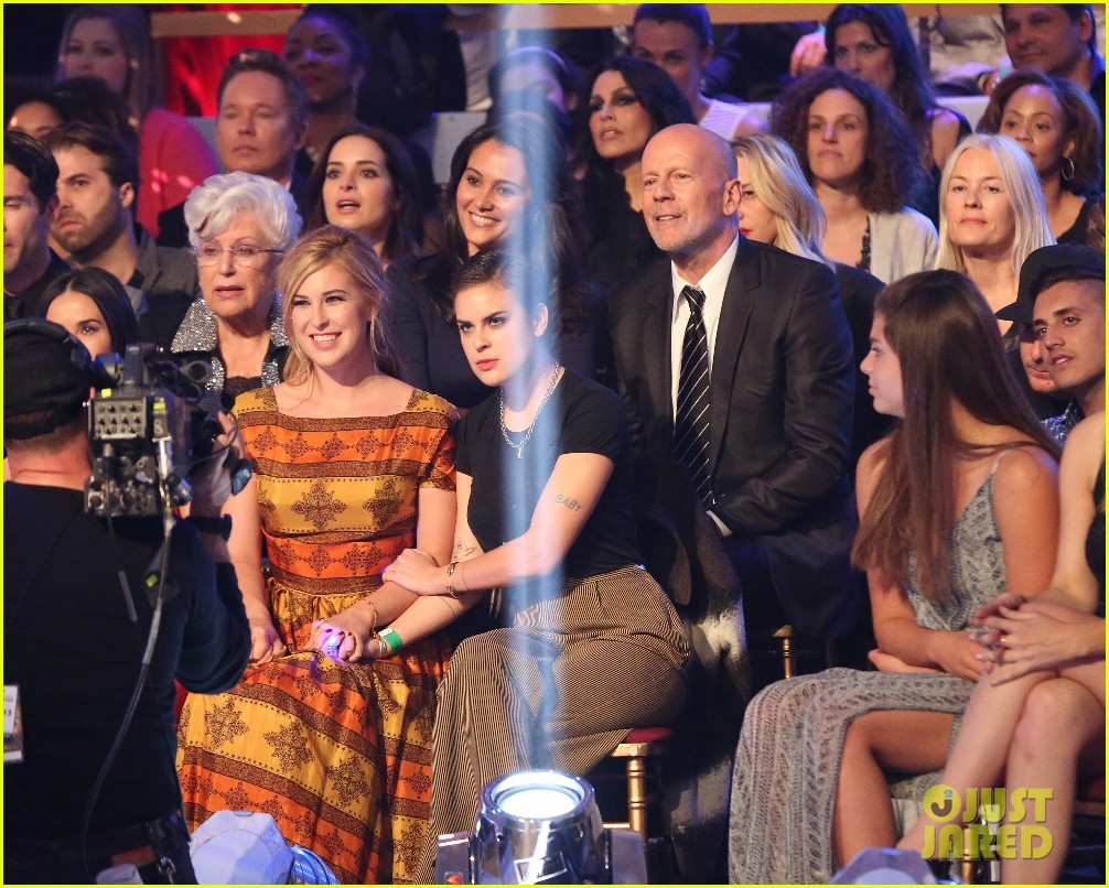 demi moore bruce willis celebrate rumers dancing win 053374062