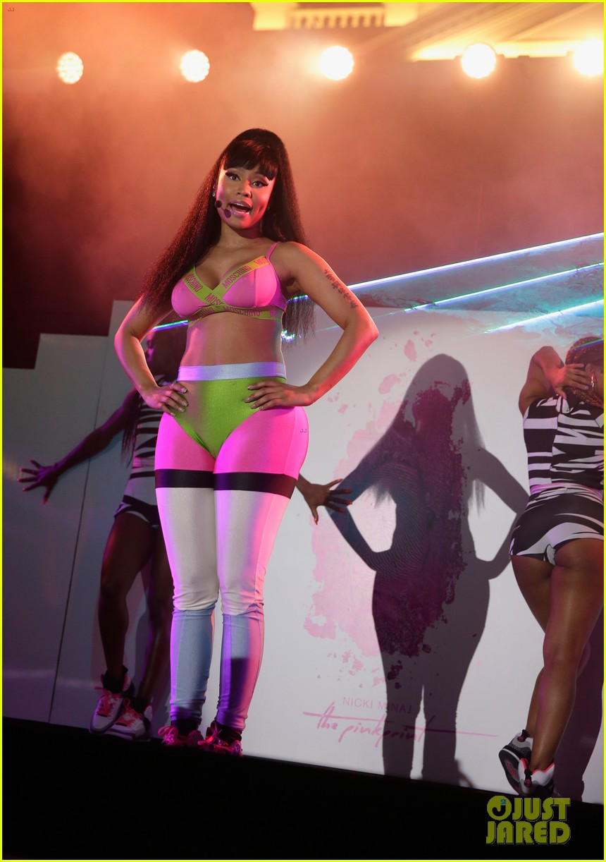 nicki minaj iheartradio pool party 02