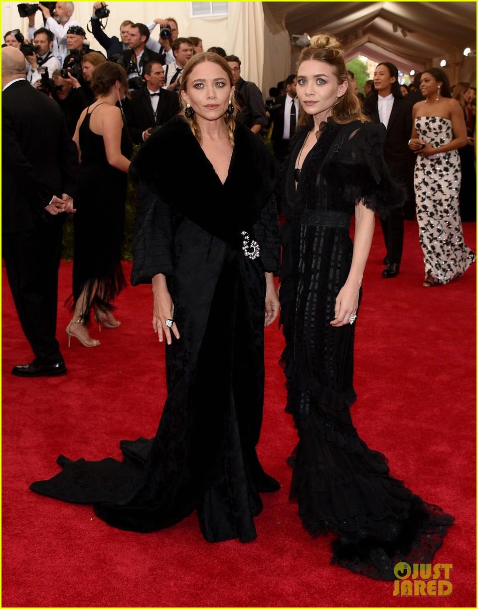 Mary Kate Amp Ashley Olsen Wear Dramatic Black Dresses At