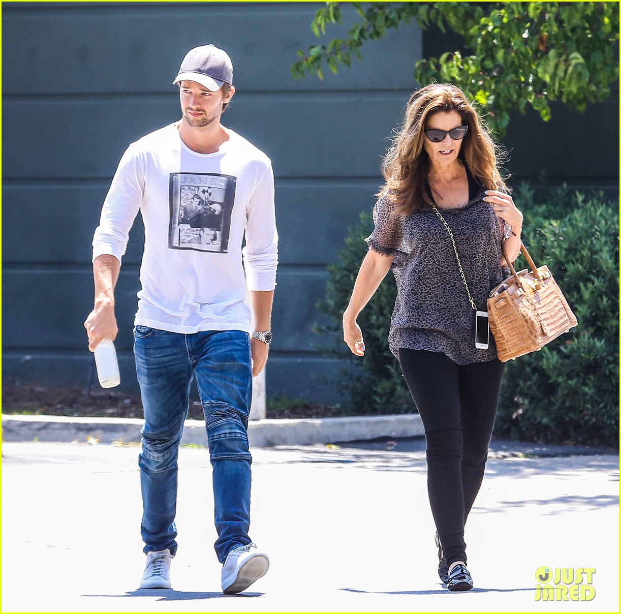 patrick schwarzenegger maria shriver bond over tavern lunch 073381091