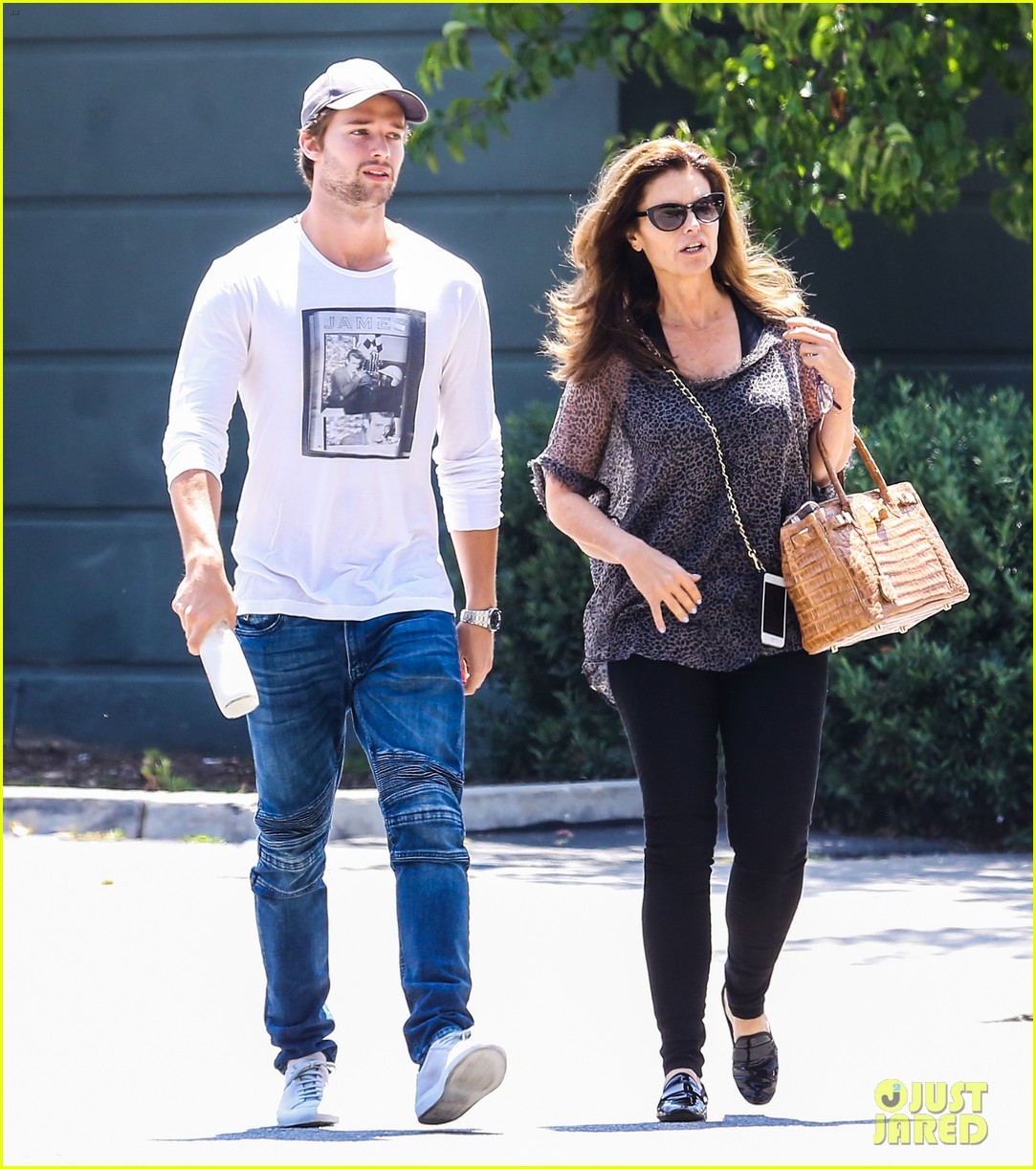 patrick schwarzenegger maria shriver bond over tavern lunch 103381094