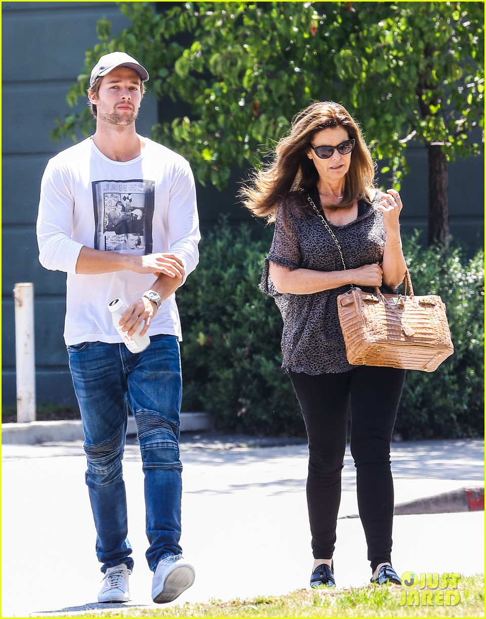 patrick schwarzenegger maria shriver bond over tavern lunch 153381099