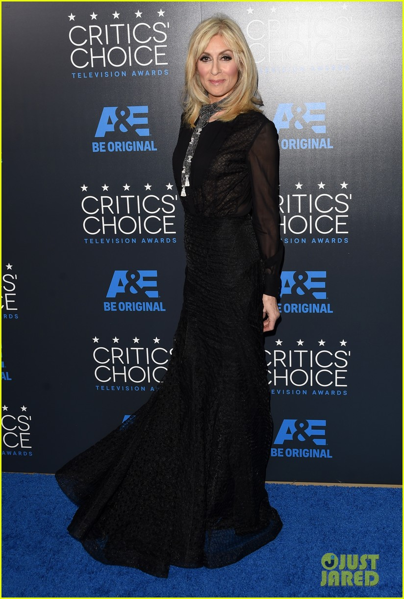 sarah paulson wins critics choice tv awards 2015 033382631