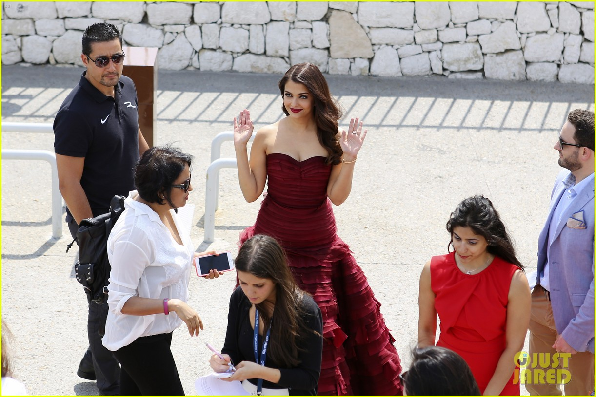 aishwarya rai cannes jazbaa photo call 053374196