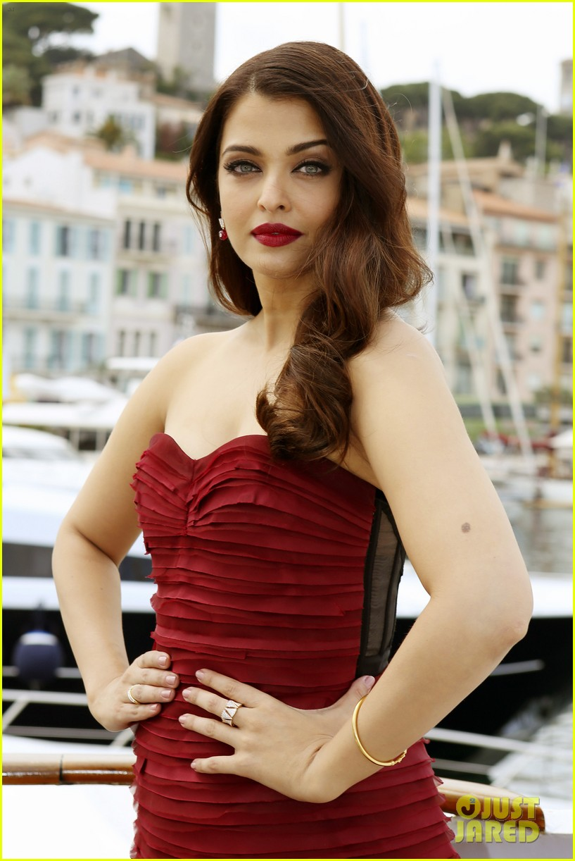 aishwarya rai cannes jazbaa photo call 103374201