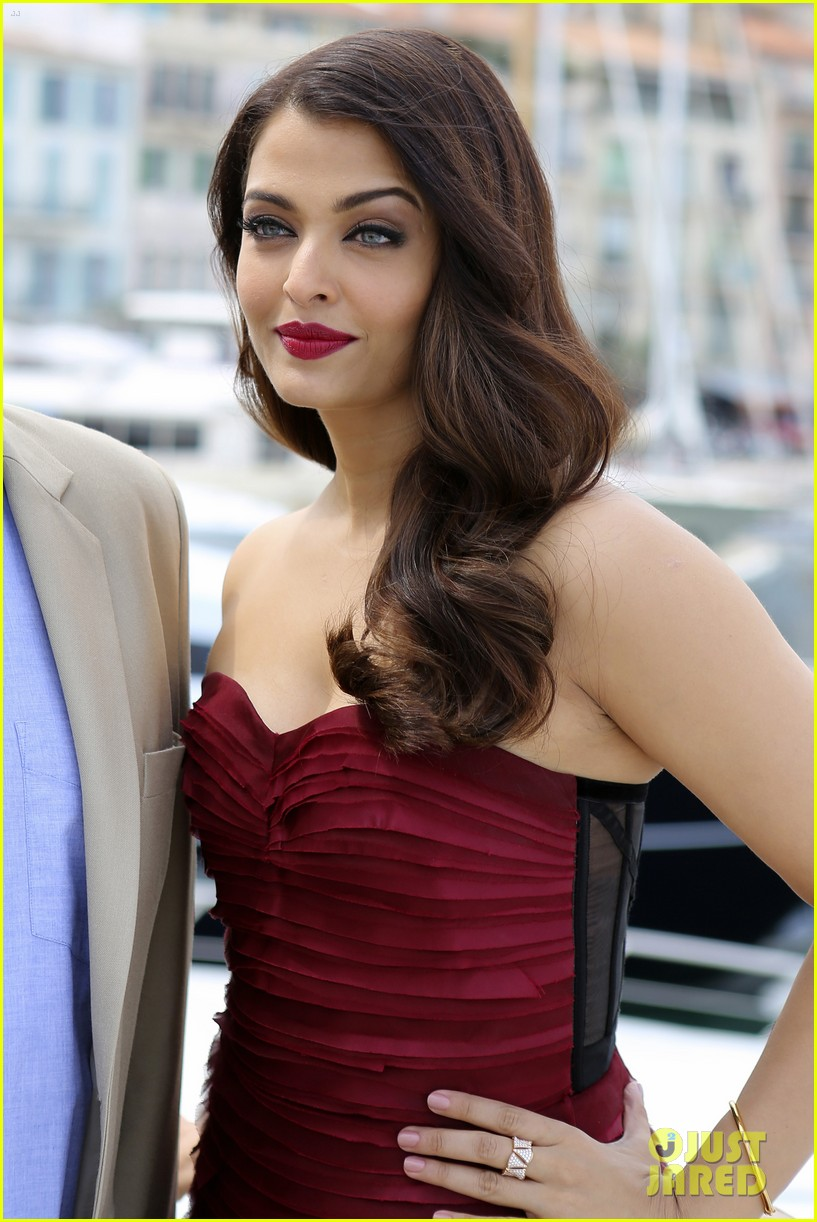 aishwarya rai cannes jazbaa photo call 123374203