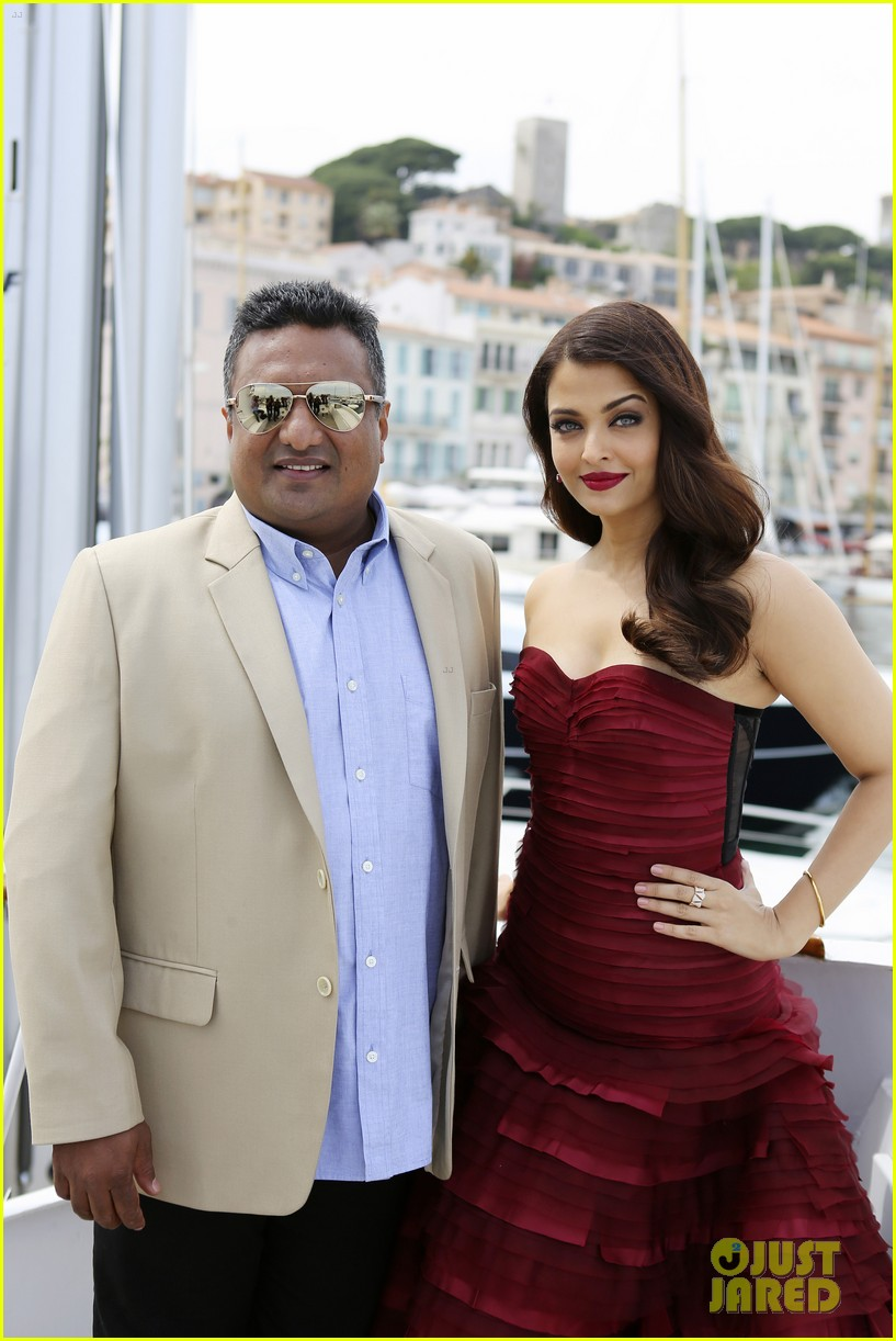 aishwarya rai cannes jazbaa photo call 133374204