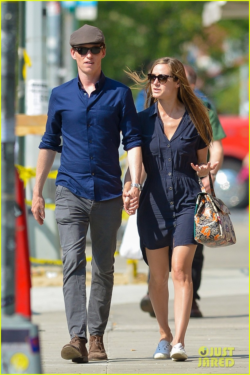 eddie redmayne hannah bagshawe fly to london 053364382