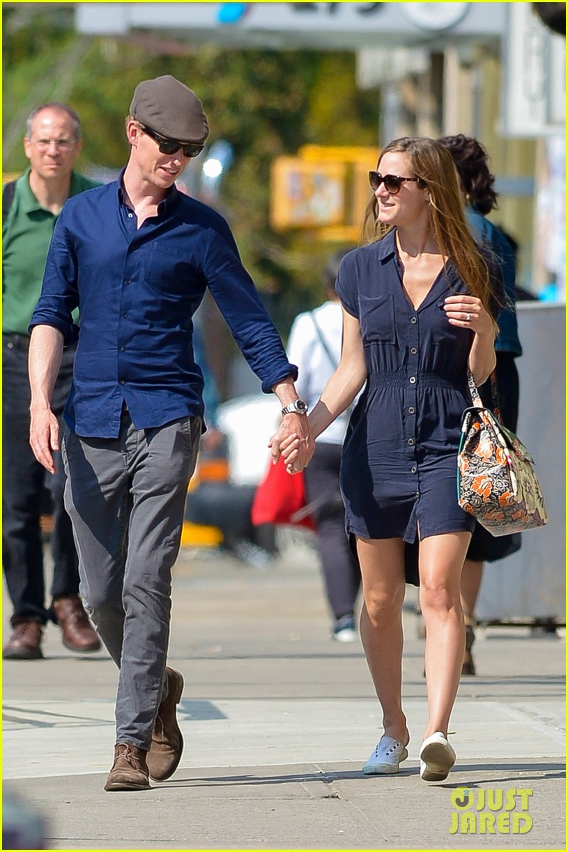 eddie redmayne hannah bagshawe fly to london 093364386