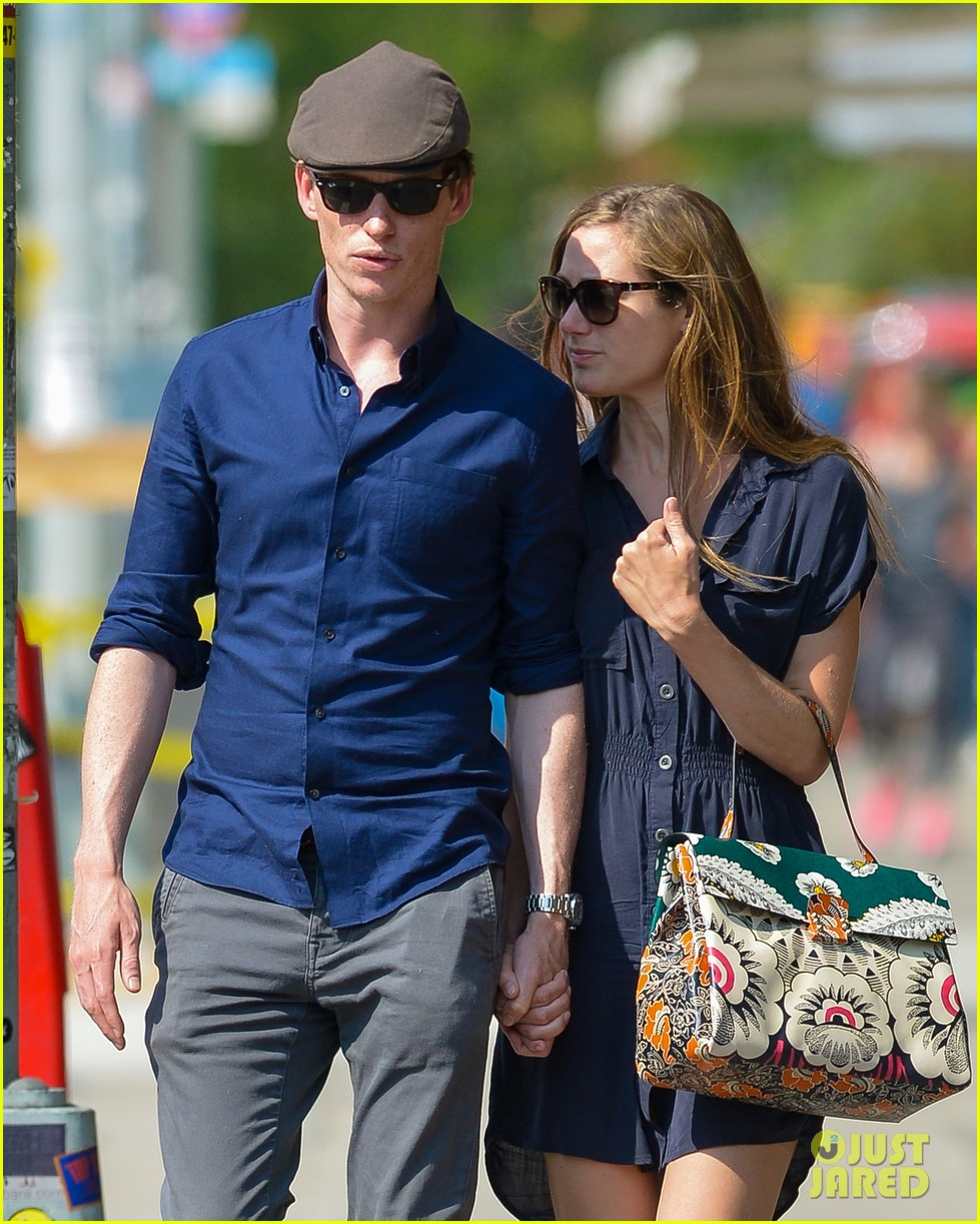 eddie redmayne hannah bagshawe fly to london 123364389