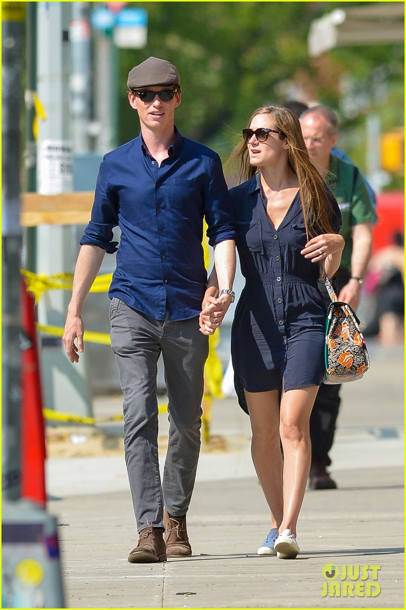 eddie redmayne hannah bagshawe fly to london 173364394