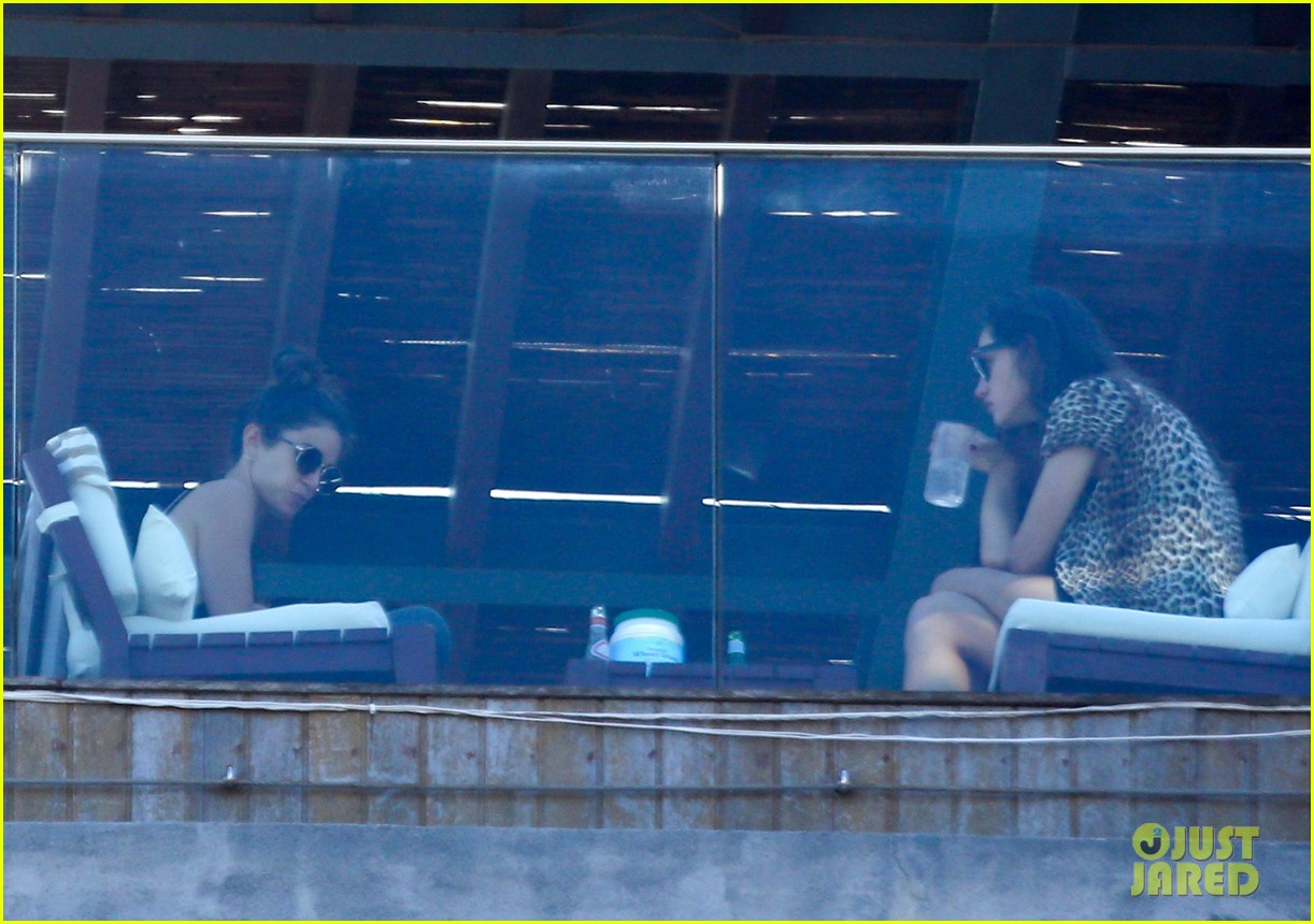 nikki reed phoebe tonkin have a girls day out in rio 103361036