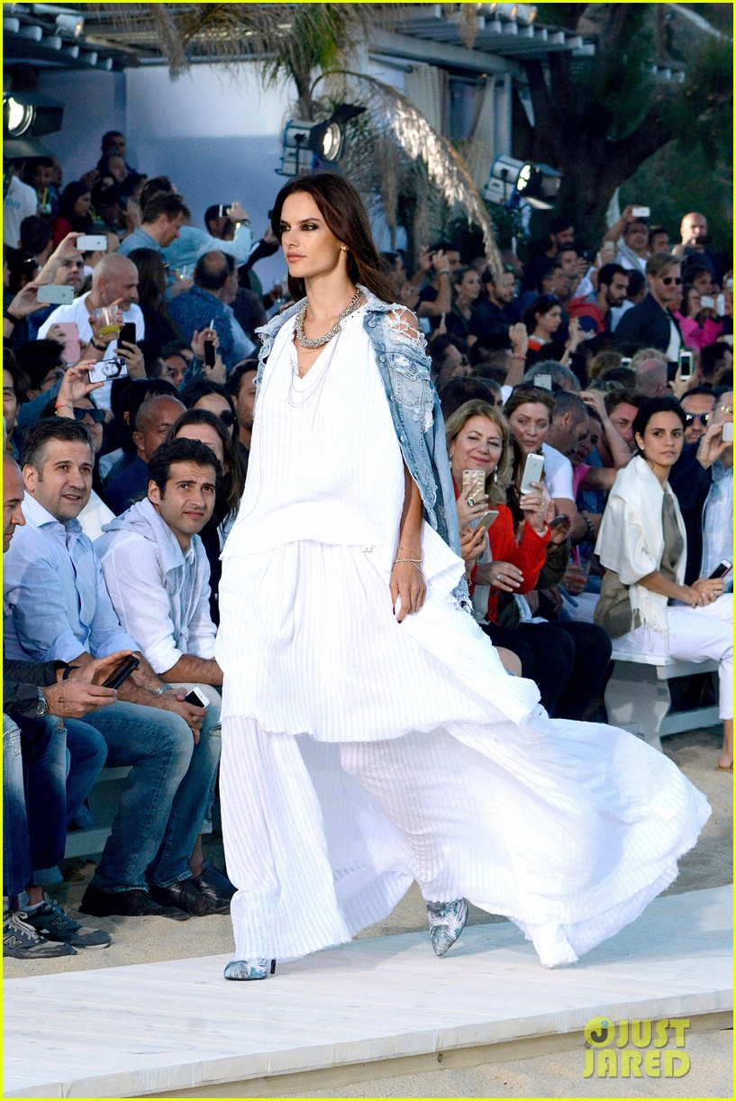bar refaeli alessandra ambrosio hit the runway in greece 063367059
