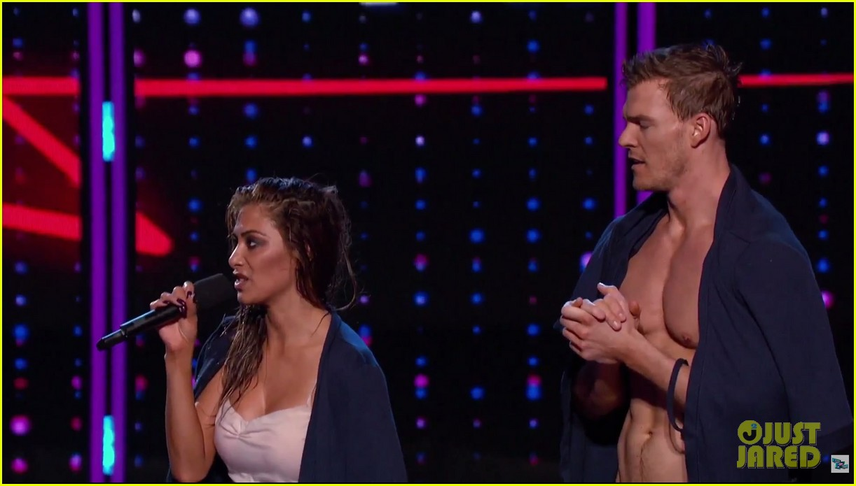 alan ritchson goes shirtless for i can do that aerial dance 09