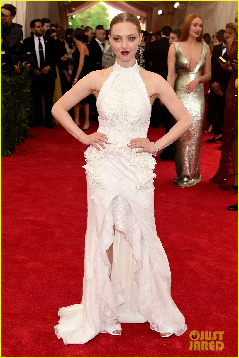 Amanda Seyfried amp Justin Long Are Picture Perfect At Met Gala 2015