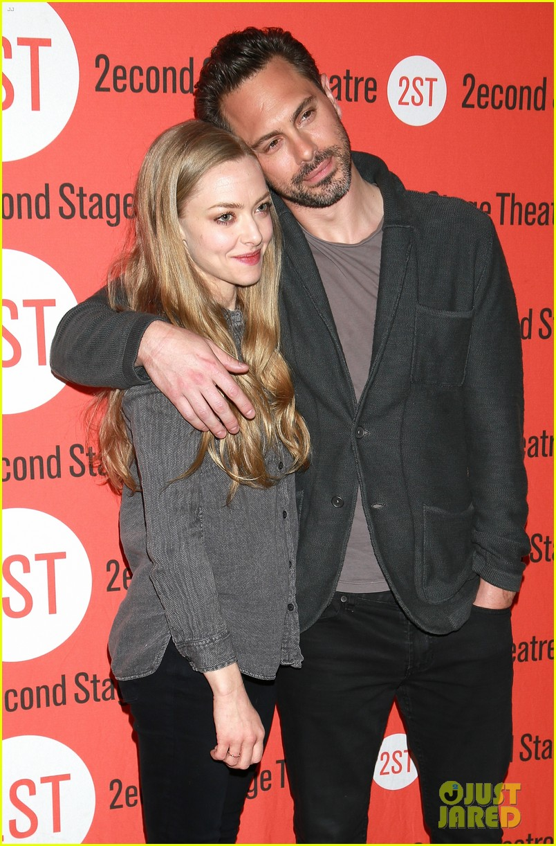 amanda seyfried thomas sadoski the way we get by photo call 043360677