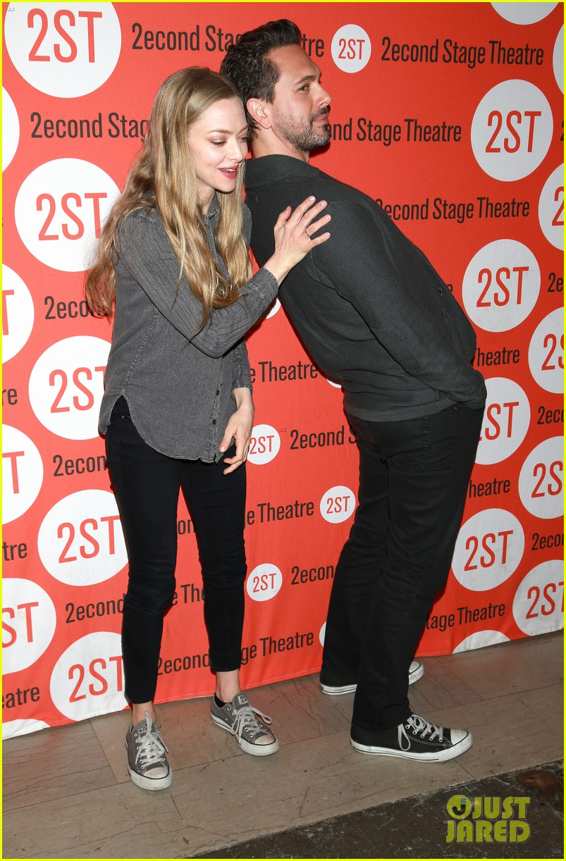 amanda seyfried thomas sadoski the way we get by photo call 073360680