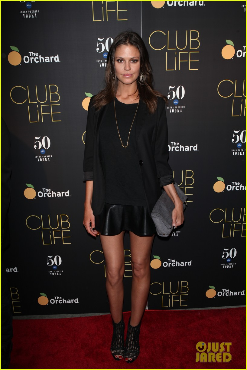 jessica szohr gets support from zach braff at club life 033379278