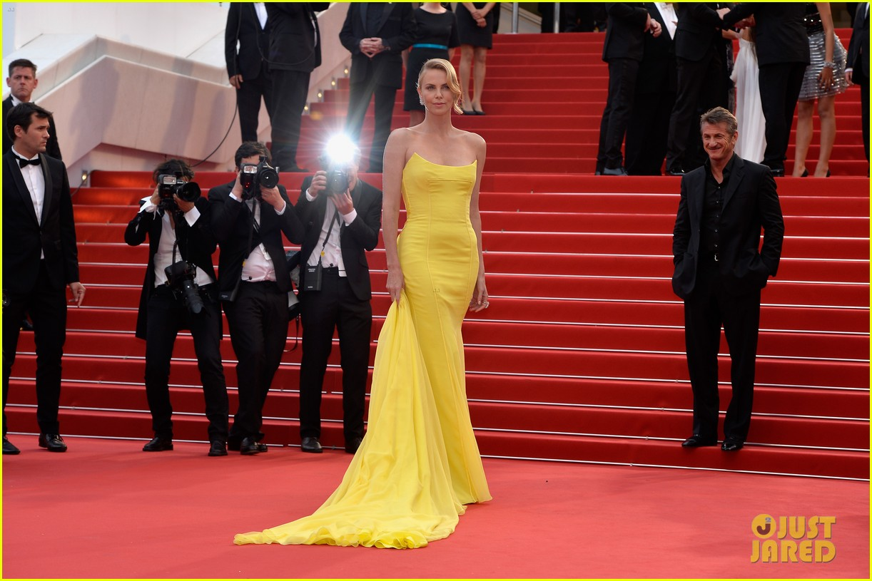 charlize theron sean penn walk the red carpet for 39 mad max 39 cannes premiere photo 3369556. Black Bedroom Furniture Sets. Home Design Ideas