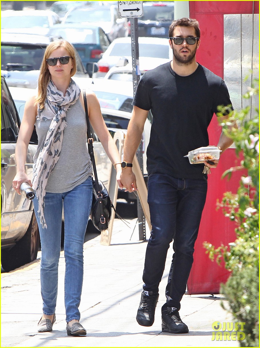 Emily Vancamp Josh Bowman Are Still Going Strong Photo 3381844 Emily Vancamp Joshua Bowman Pictures Just Jared