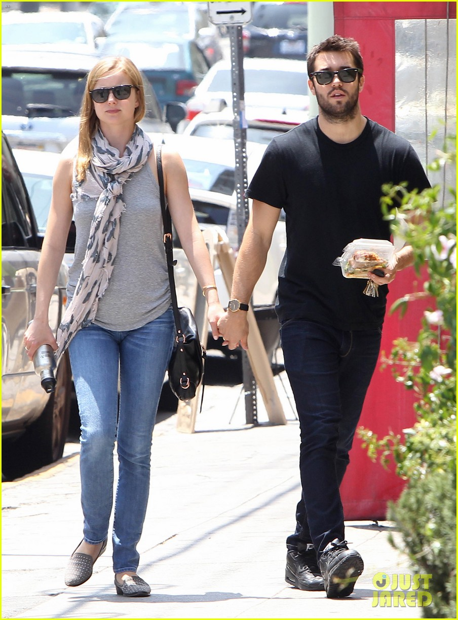 Emily Vancamp Josh Bowman Are Still Going Strong Photo 3381849 Emily Vancamp Joshua Bowman Pictures Just Jared