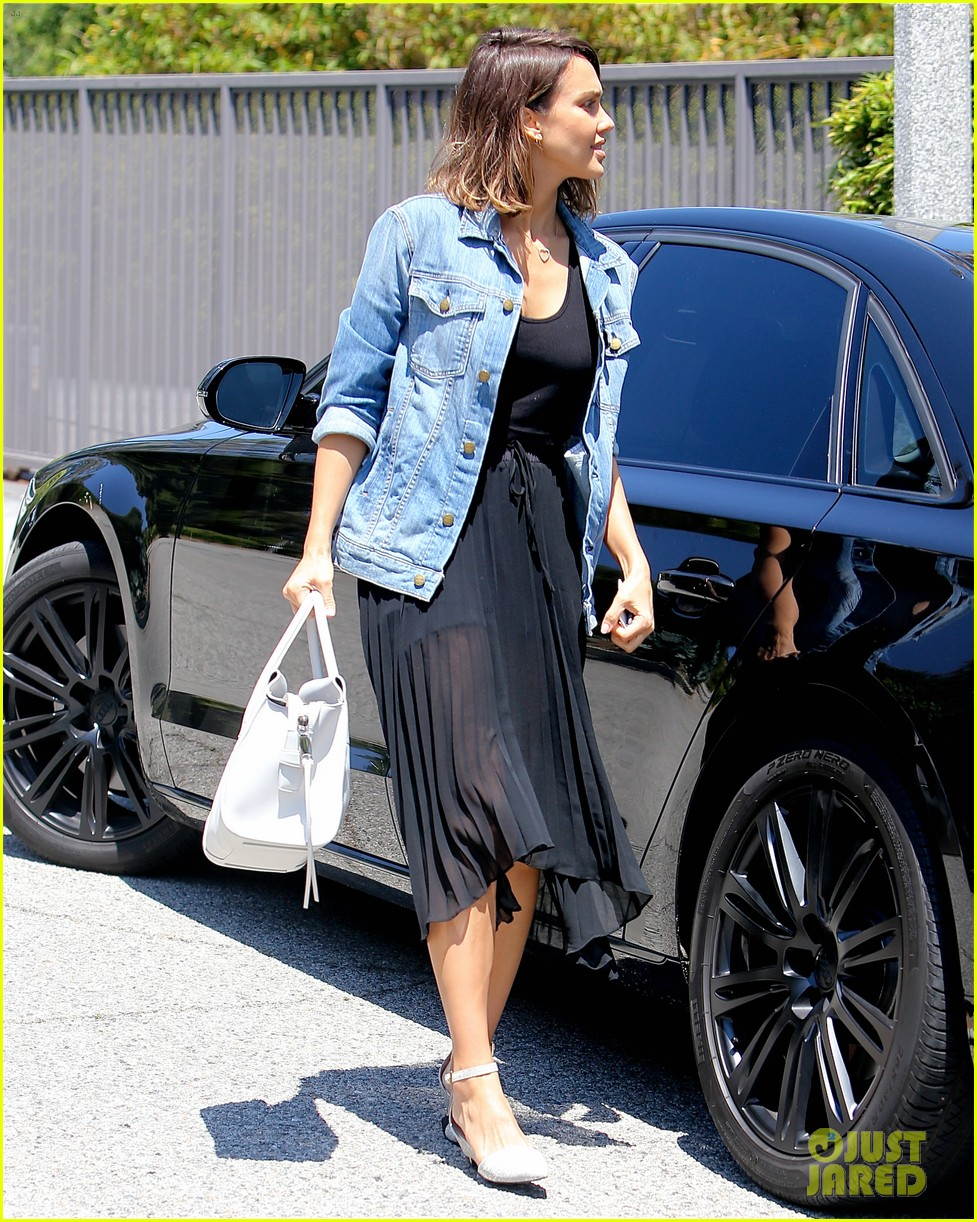 Cash For Cars Los Angeles >> Jessica Alba's Two Daughters Fight Over Songs Played in the Car!: Photo 3394553   Cash Warren ...