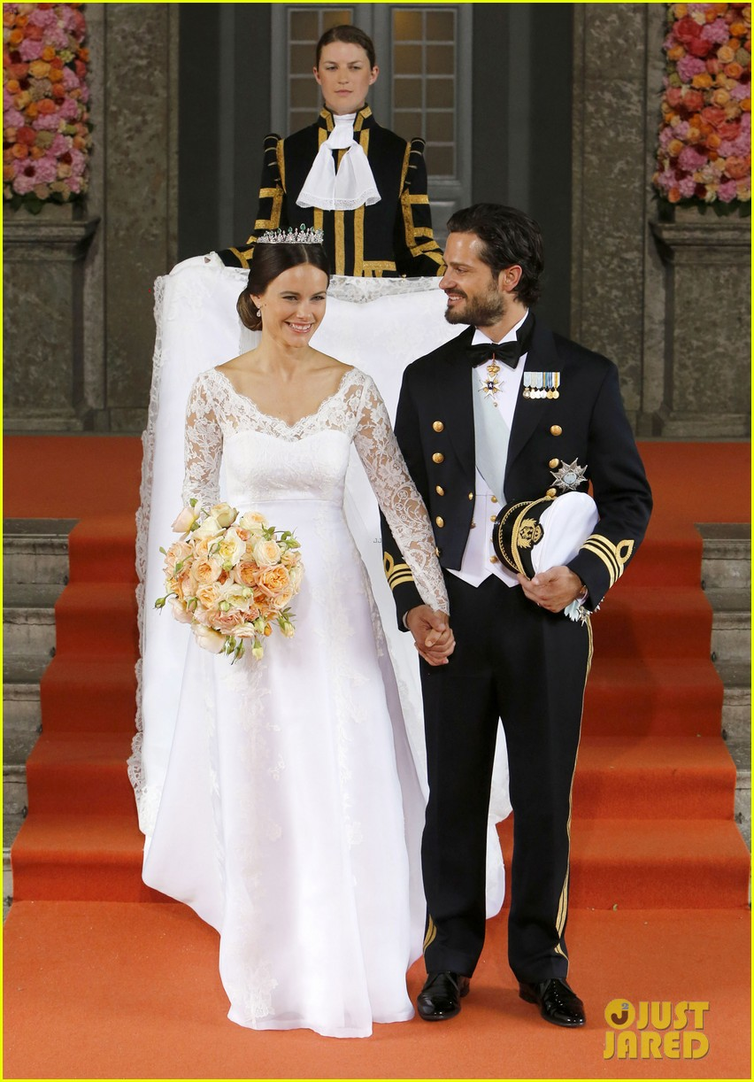 Prince Carl Philip Sofia Hellqvist Marry In Sweden See Her Wedding Dress