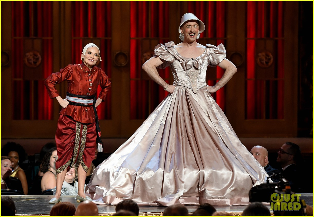 kristin chenoweth alan cumming king i tony awards 2015 013388423