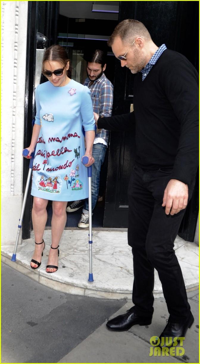 emilia clarke still looks amazing despite crutches 083397338