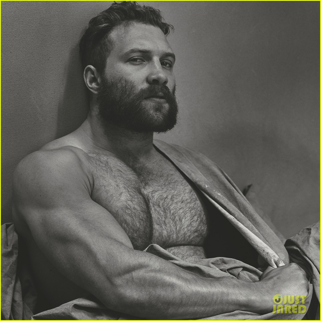 Jai Courtney Goes Shirtless For 'Interview' Magazine - See ...