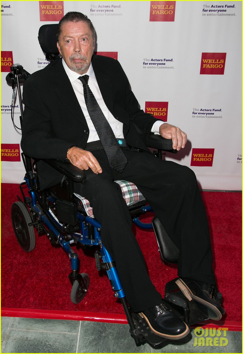 tim curry makes rare appearance after suffering stroke 013389751