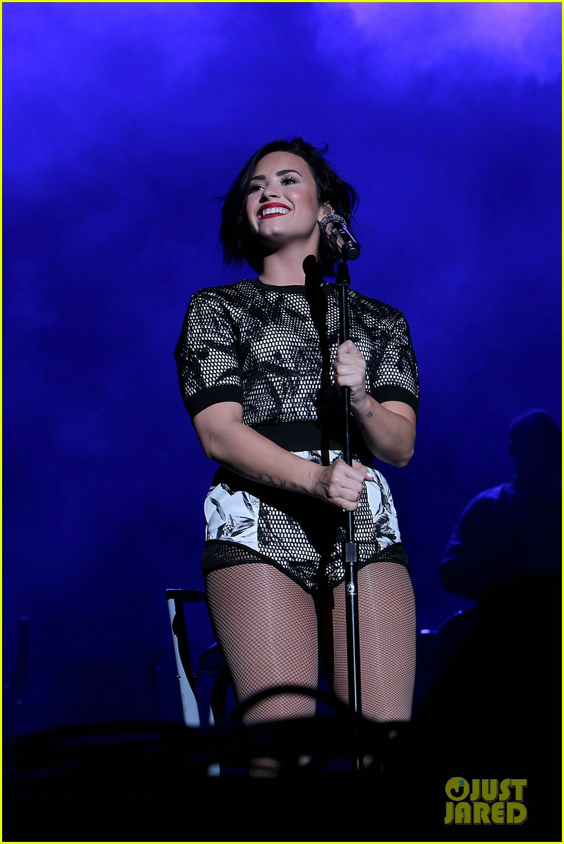 demi lovato digifest nyc flight delay tweets 02