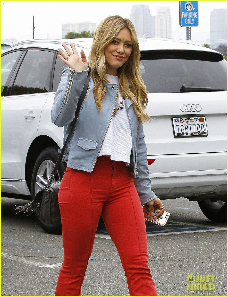 hilary duff rocks out to her own music 0103