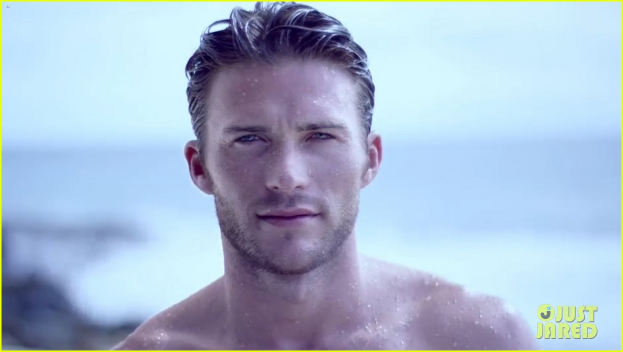 Scott Eastwood Shows Off His Insanely Sexy Shirtless Body