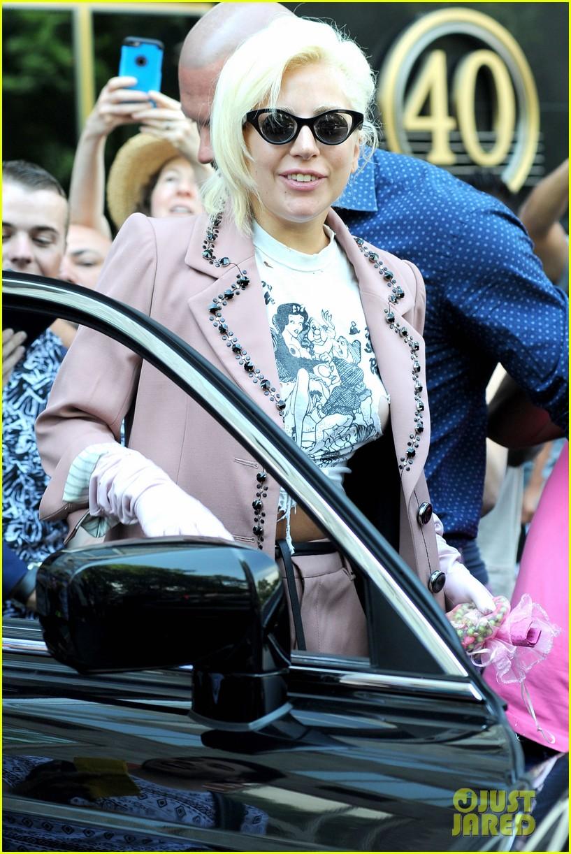 lady gaga wears the raciest snow white shirt ever 213402095