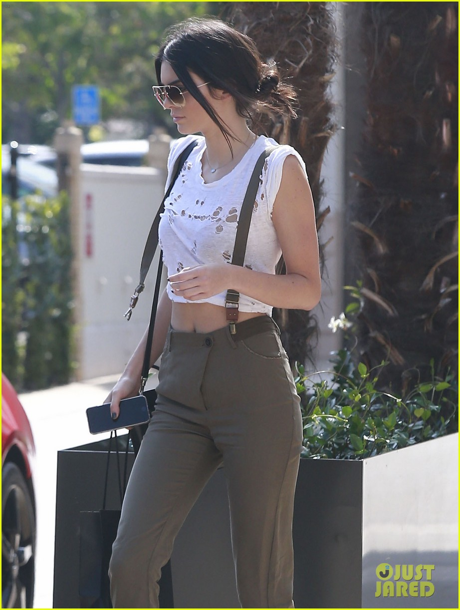 kendall jenner gets in retail therapy after china trip 113393463