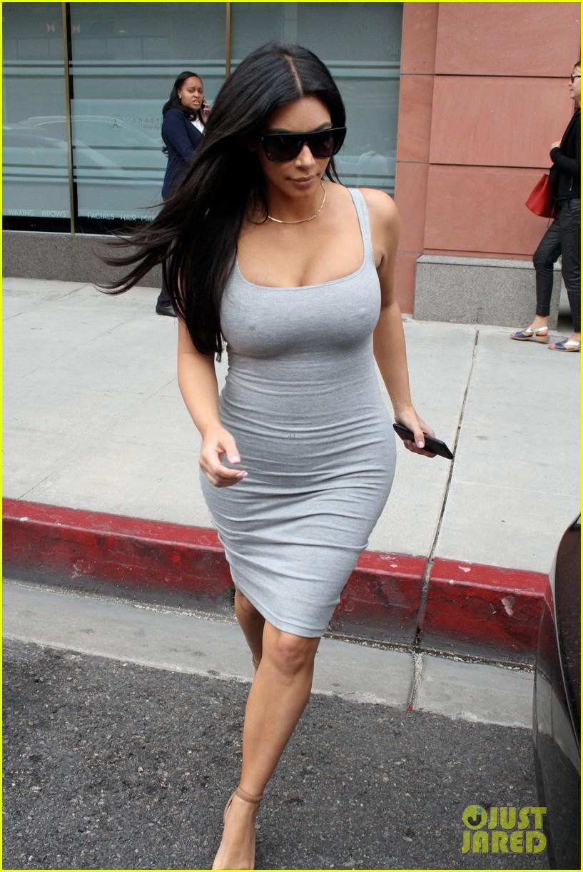 kim kardashian daughter north stole kanye west necklace 013392427