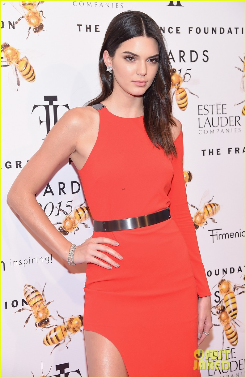 kendall jenner sophia bush fragrance awards 143396602