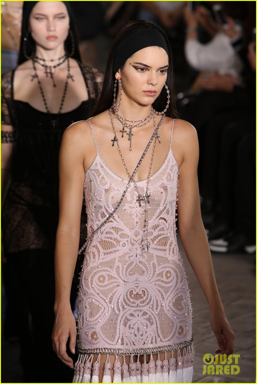 kendall jenner walks givenchy paris before heading london 033403170