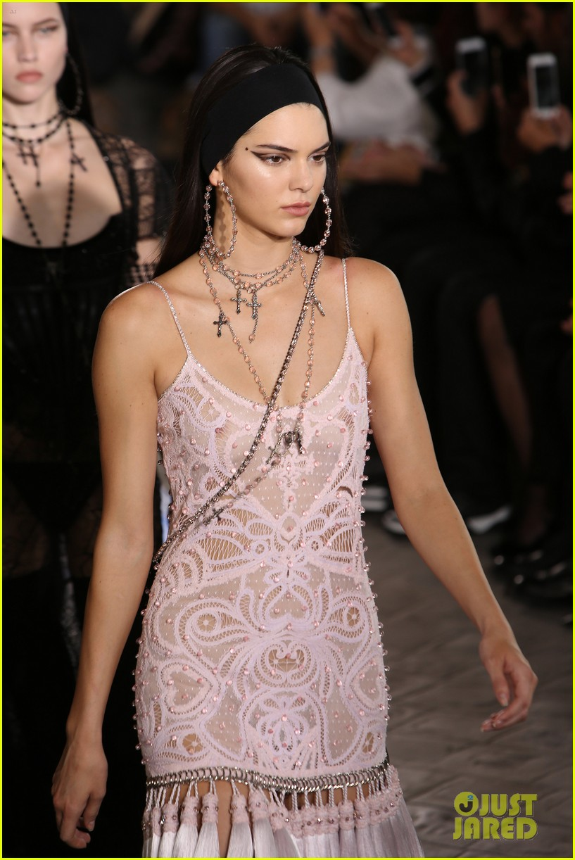 kendall jenner walks givenchy paris before heading london 113403178