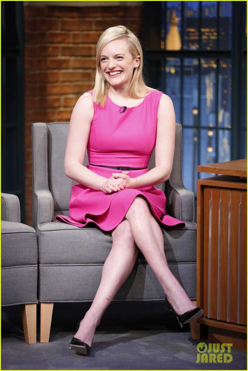 elisabeth moss talks shooting the mad men finale on late night 013386276